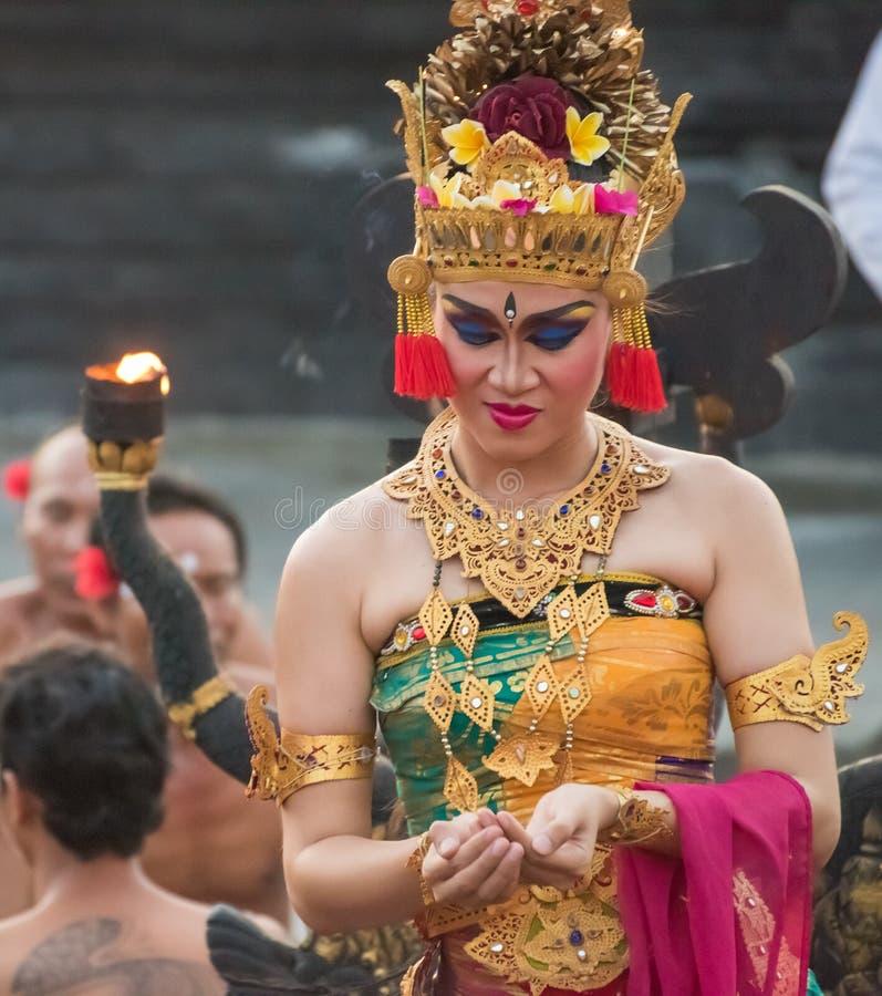 Wykonawca Kecak taniec w Uluwatu świątyni, Bali obraz stock