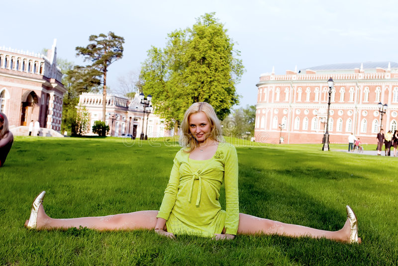 wykonywanie gimnastyczny zdjęcia royalty free