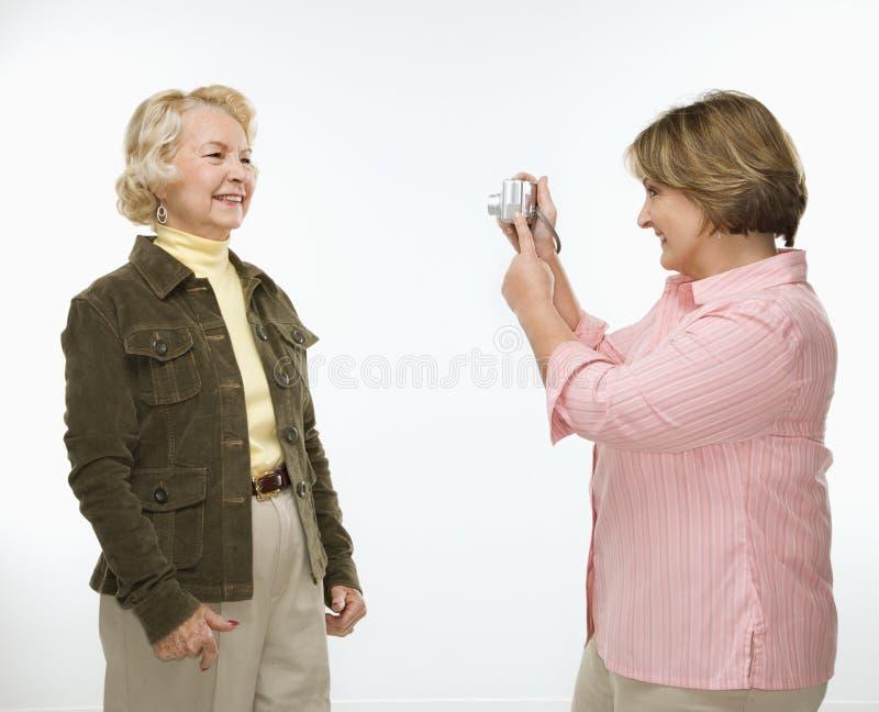 wykorzystuje kobiety kamer cyfrowych zdjęcie royalty free