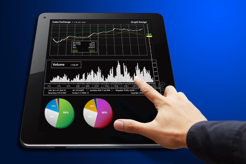 wykresu ręki raportu mądrze pastylki dotyk obraz stock
