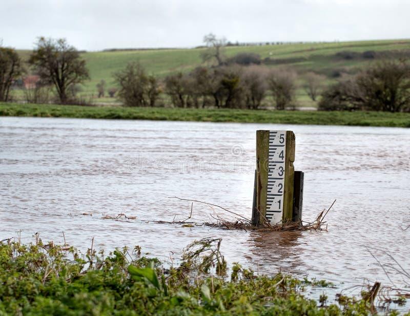 Wylew rzeka Wysoka Woda markiera Równy wymiernik zdjęcia stock