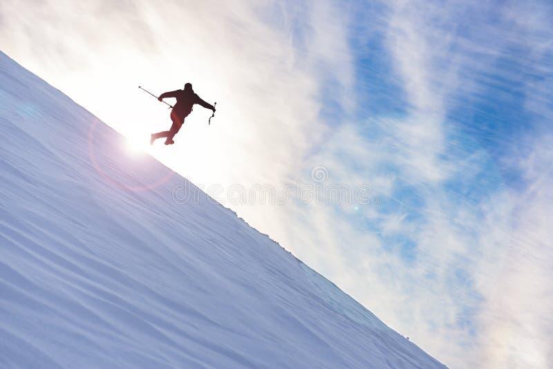 Wymagające i niebezpieczne mountaineering pozycje obraz royalty free