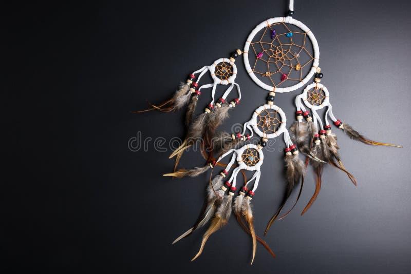 Wymarzony łapacz z piórko niciami i koralika linowym wiszącym spiri fotografia stock