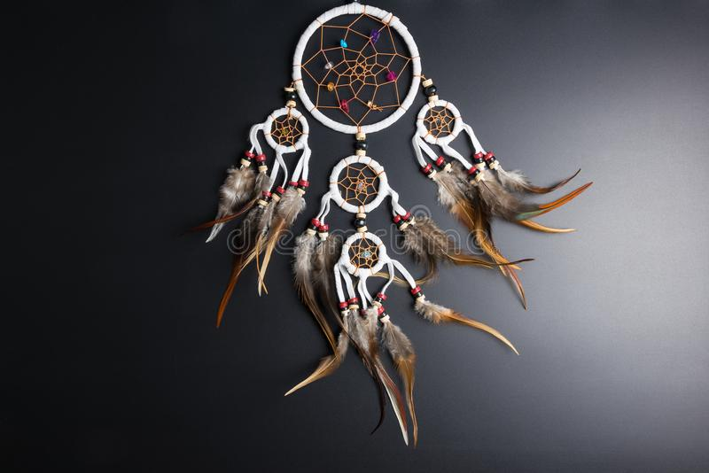 Wymarzony łapacz z piórko niciami i koralika linowym wiszącym spiri obrazy royalty free
