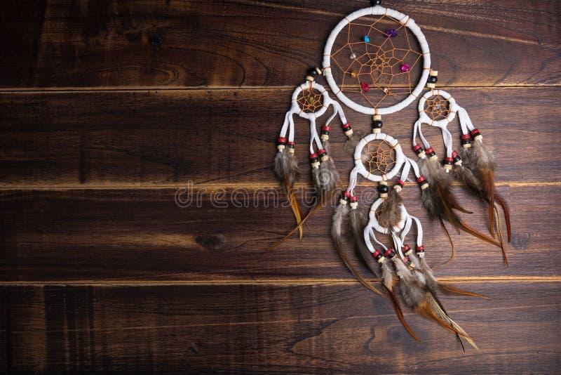 Wymarzony łapacz z piórko niciami i koralika linowym wiszącym spiri zdjęcie stock
