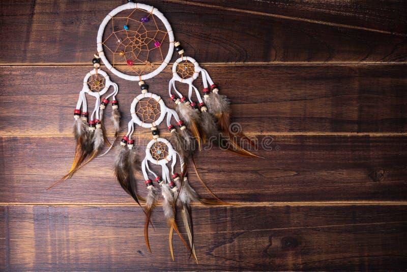 Wymarzony łapacz z piórko niciami i koralika linowym wiszącym spiri zdjęcia stock