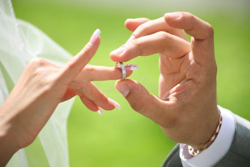 wymiana dzwoni ślub obraz stock