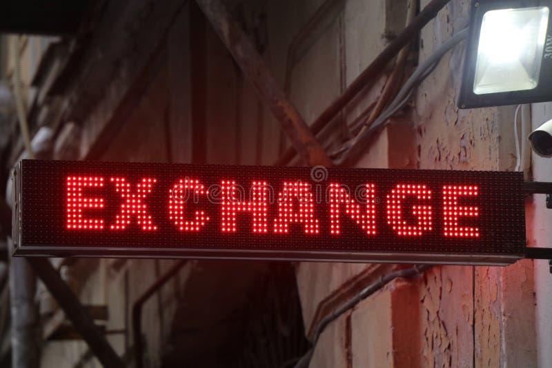 Wymiana walut signboard lokalizować w turystycznym terenie miasto obraz royalty free