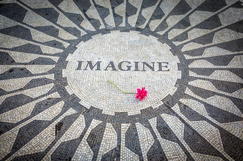 Wyobraża sobie Podpisuje wewnątrz Nowy Jork central park, John Lennon pomnik fotografia royalty free