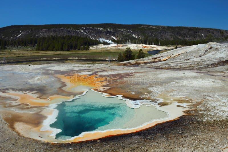 Wyoming, Park Narodowy Yellowstone, USA, Heart Spring nad Firehole River, Kotlina Górnego Geysera fotografia royalty free