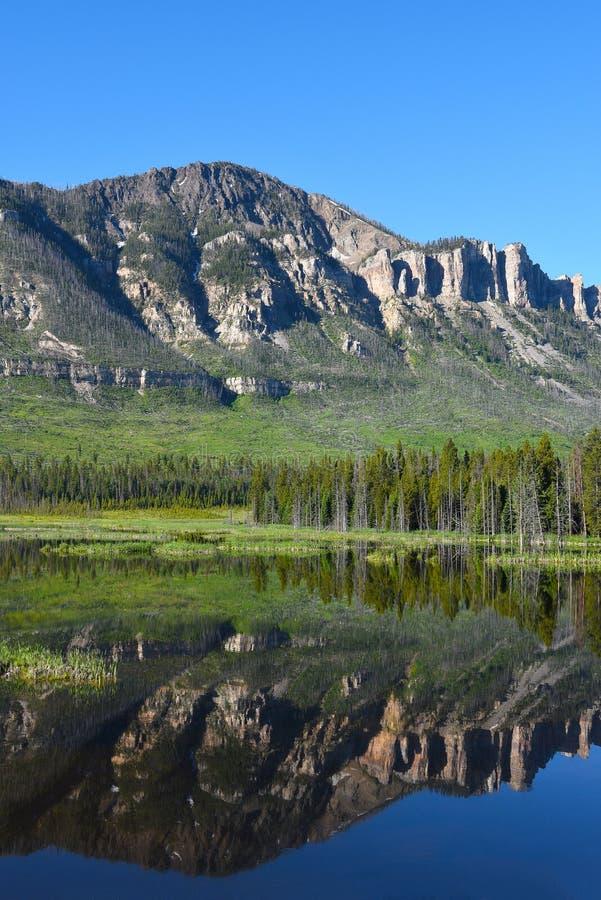Wyoming utsikt längs chefen Joseph Scenic Byway fotografering för bildbyråer
