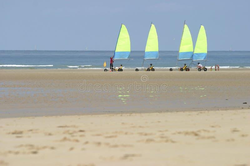 Download Wypływa żółty zdjęcie stock. Obraz złożonej z sporty, plaża - 29362