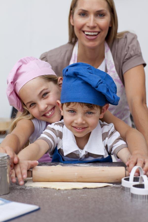 wypiekowa dzieci kuchni matka fotografia royalty free