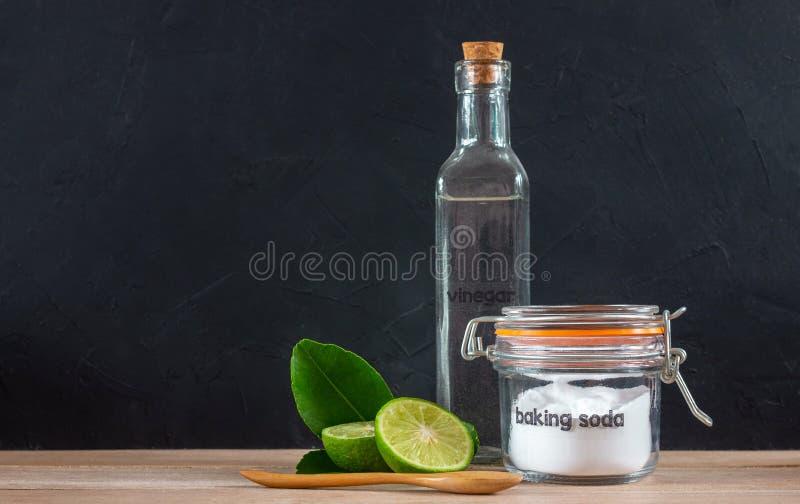 Wypiekowa soda z cytryną na drewnianym zdjęcia royalty free