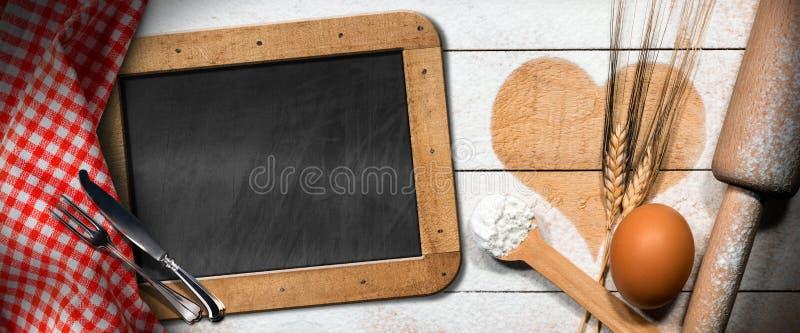 Wypiekowy tło z sercem i Blackboard zdjęcie stock