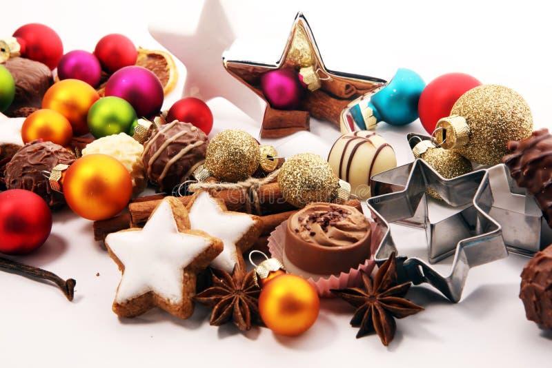 wypiekowych bożych narodzeń ciastek kierowa księżyc kształtów gwiazda czekolada, cynamon gwiazdy i pikantność, fotografia stock