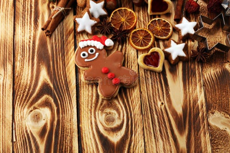 wypiekowych bożych narodzeń ciastek kierowa księżyc kształtów gwiazda Typowy cynamon gra główna rolę piekarnię z pikantność ścink fotografia royalty free