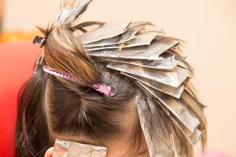 Wyplata włosy w piękno salonie zdjęcie royalty free