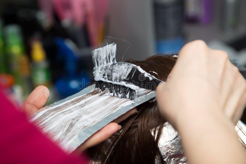 Wyplata włosy w salonie fotografia royalty free