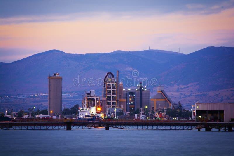 wyposażenia przemysłowa nowa przerób ropy naftowej strefa fotografia stock