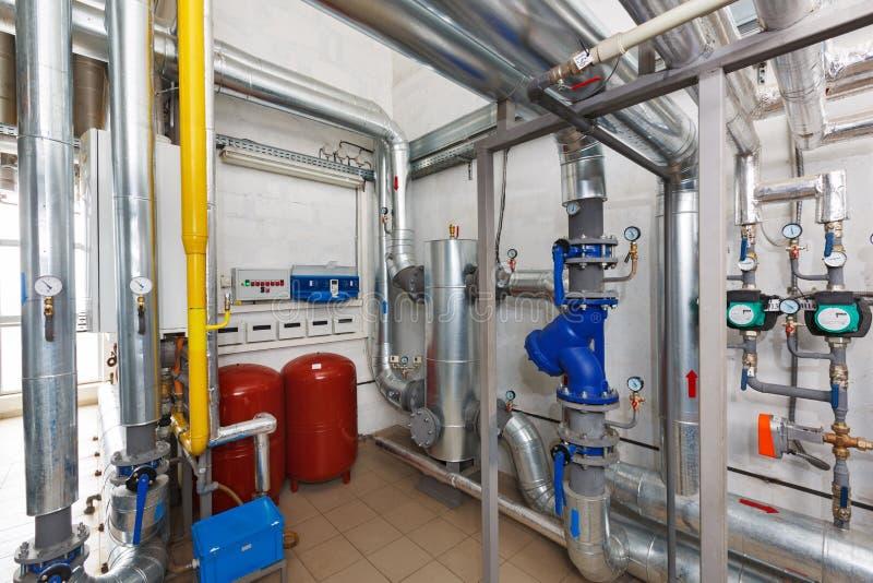 Wyposażenie i elektronika przemysłowa benzynowego bojleru roślina z zdjęcia stock
