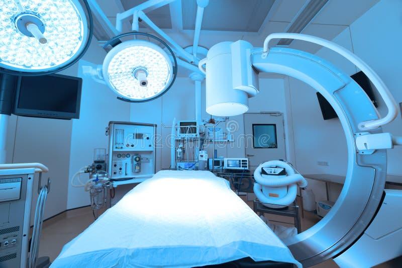 Wyposażenie i urządzenia medyczne w nowożytnej sala operacyjnej obrazy stock