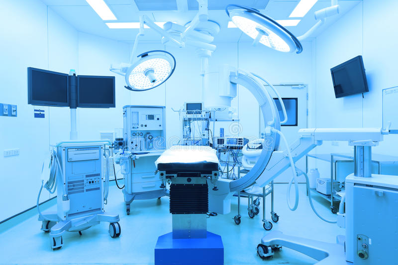 Wyposażenie i urządzenia medyczne w nowożytnej sala operacyjnej obrazy royalty free