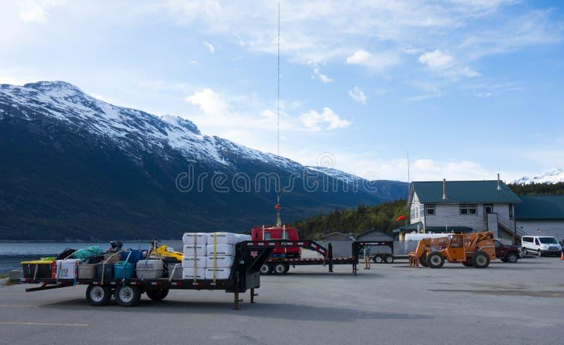 Wyposażenie przygotowywał dla przewozić samolotem od portu skagway w wiośnie zdjęcie stock