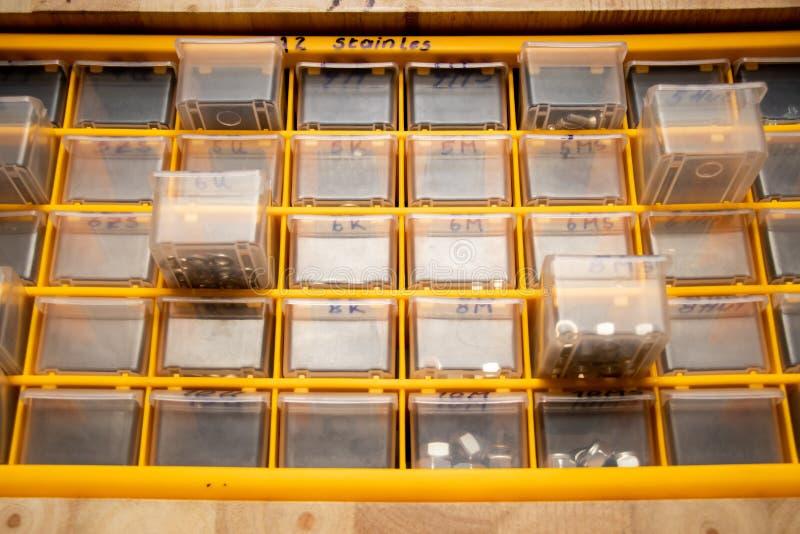 Wyposażenie szafka dla machanic z studia światłem zdjęcia stock