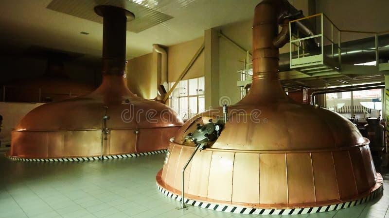 Wyposa?enie dla przygotowania piwo Linie bednarzów zbiorniki w browarze Manufacturable proces brewage Tryb piwo obraz stock