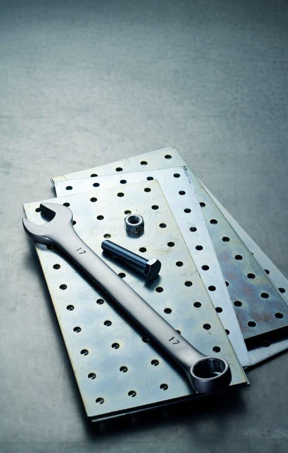 Wyrwanie, dokrętka i śruba na talerzu fotografia stock