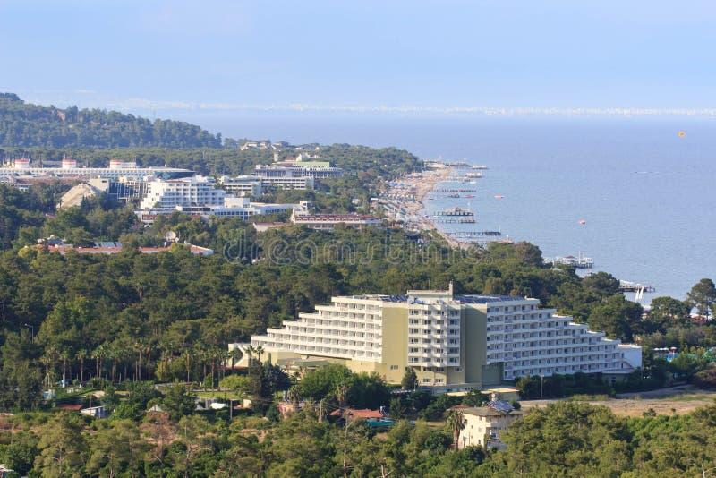 Wyrzucać na brzeg na Śródziemnomorskim wybrzeżu w małej miejscowości wypoczynkowej Goynuk blisko Kemer, Antalia Riviera, Turcja obraz royalty free