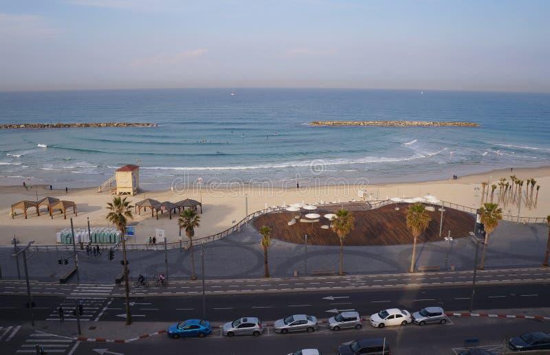 Wyrzucać na brzeg blisko dennego i turystycznego deptaka w Tel Aviv obrazy royalty free