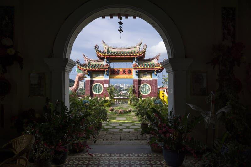 Wysklepia przy Kek Lok Si świątynną przegapia świątynią i linią horyzontu Georgetown, Penang, Malezja zdjęcia stock