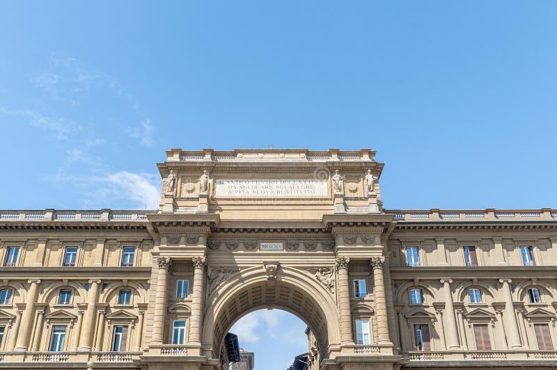Wysklepia przy piazza della Repubblica w Florencja, Włochy fotografia royalty free