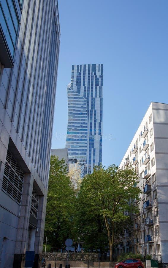 Wysocy budynki w centrum miasta Centrum Biznesu w Warszawa Wieżowowie Zlot 44 obrazy stock
