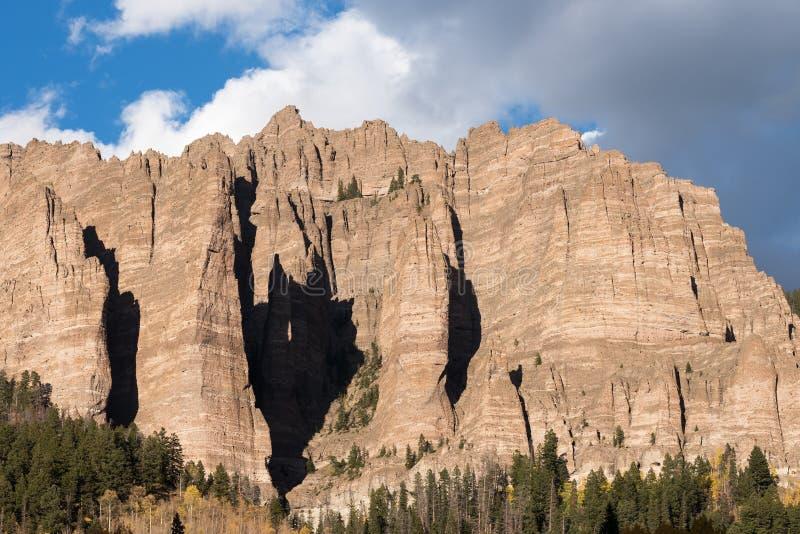 Wysocy mesa pinakle w Cimarron dolinie Kolorado zdjęcie stock