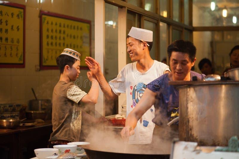 Wysocy pięć przy Muzułmańską Ulicą w Xian zdjęcia royalty free