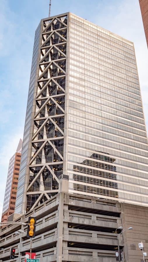 Wysocy wzrostów budynki w St Louis śródmieściu - ST LOUIS, usa - CZERWIEC 19, 2019 zdjęcie stock