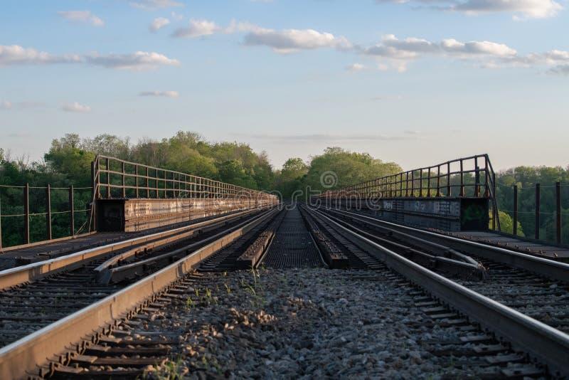 Wysoka Bridżowego pociągu kobyłka fotografia stock