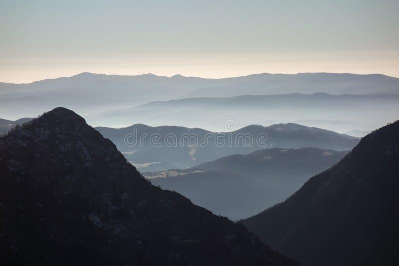 Wysoka góra w ranku czasie piękna naturalnego krajobrazu Stara planina, Bałkańska góra, Bułgaria zdjęcie royalty free