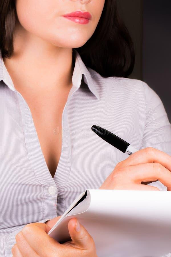 Młoda Fachowa kobieta bierze notatki obraz stock