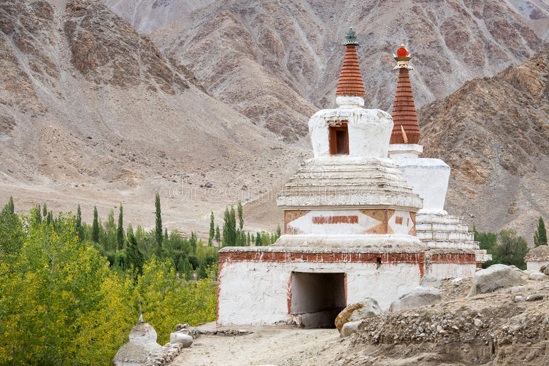 Wysoka Shanti stupa w Chemdey gompa, Buddyjski monaster, Ladakh, India fotografia stock