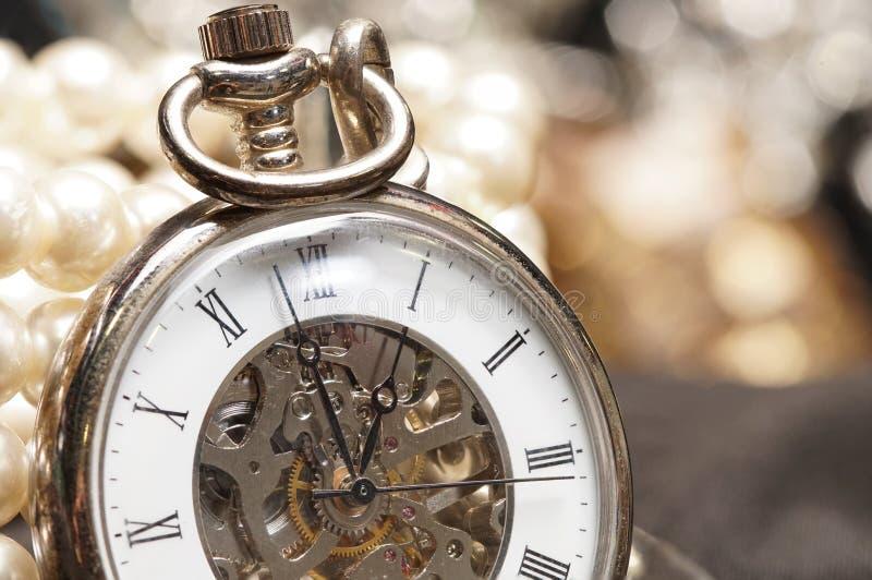 Wysoka Wartość klejnotów kamienia akcesoria, Złocistego zegarka przekładnia zdjęcie royalty free