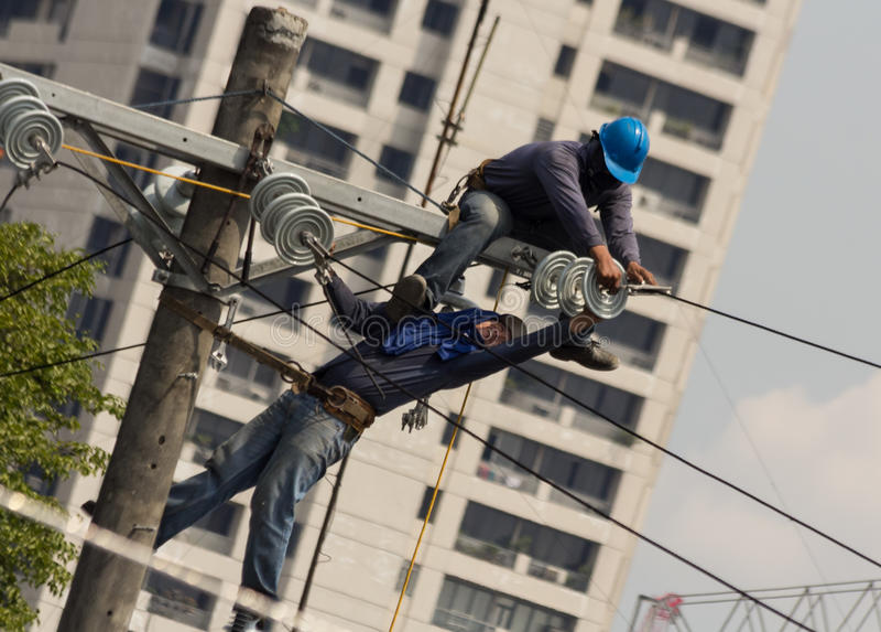 Wysoka woltaż linia energetyczna obraz stock