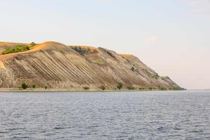 Wysoki bank Volga blisko miasta Saratov, Rosja Górkowata strona rzeka obrazy royalty free
