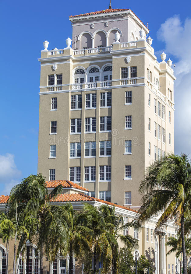 Wysoki budynek klasyka styl w Miami plaży obraz stock