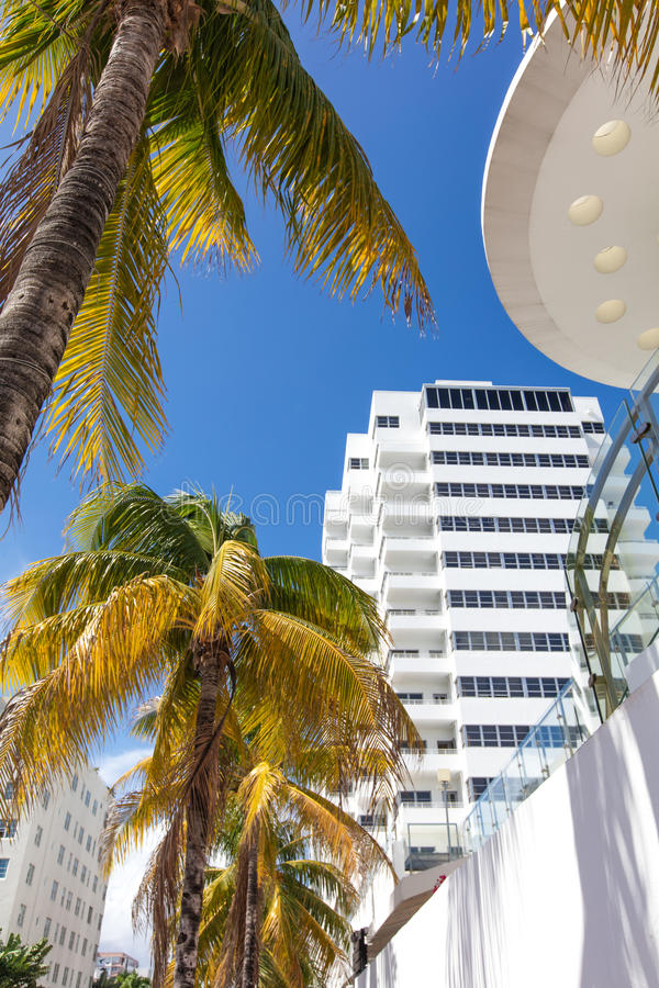 Wysoki budynek klasyka styl w Miami plaży obrazy royalty free