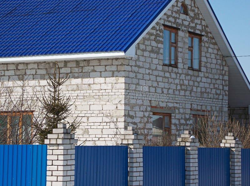 Wysoki dom biała cegła fotografia stock