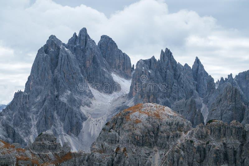 Wysoki góruje Cadini Di Misurina w dolomitów Alps zdjęcie stock